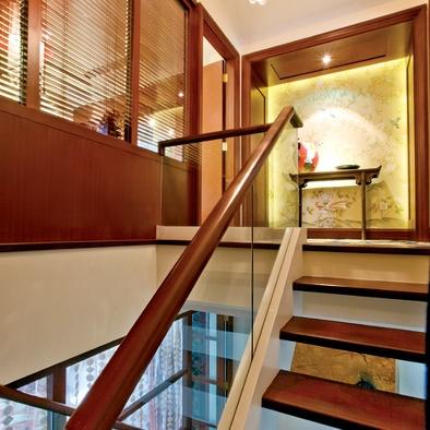 作为楼梯护栏的扶手,在选择时要特别的注意,扶手设计直接关系到我们的